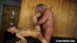Porno doido incesto tio fodendo sobrinha gata na sauna