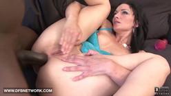 Videos porno anal com negão arrombando branquinha